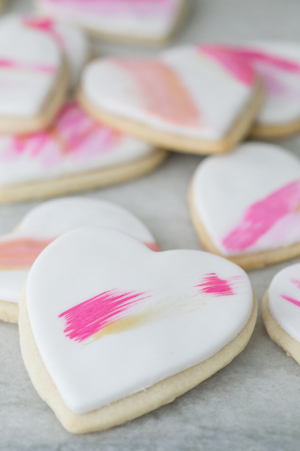 DIY: Brushstroke heart cookies